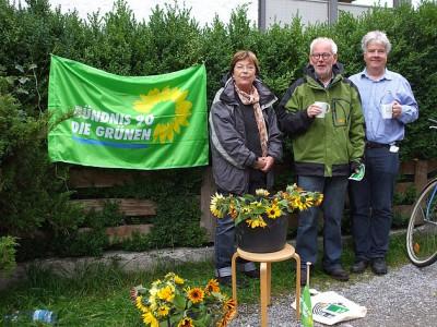 Margret, Christian und Peter am Freitag vor der Bundestagswahl vor dem Simsseemarkt